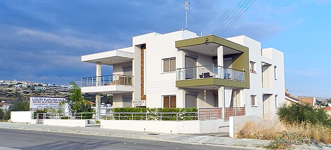 Architecture of compact apartment buildings offers the luxuries of a house at a lower price - Roberta Court by G. Georgiou in Limassol, Cyprus